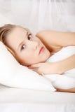 łóżkowa łgarska smutna kobieta Obraz Royalty Free