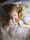 łóżkowa chora kobieta Zdjęcie Stock