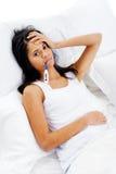 Łóżkowa choroby kobieta Obrazy Royalty Free