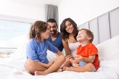 łóżkowa rodzina Zdjęcia Royalty Free