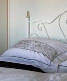 łóżkowy czarny bieliźniany biel Obrazy Stock