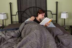 łóżkowy czytanie Fotografia Royalty Free
