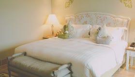 łóżkowy lampowy jeden sypialni noc pojedynczy rocznik Obrazy Stock
