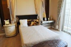 łóżkowy sypialni królewiątka rozmiar obraz stock