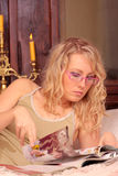 łóżkowy target250_0_ blondynki zdjęcia stock