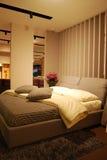 łóżkowy wewnętrzny pokój Zdjęcie Royalty Free