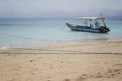 Łódź cumująca na wybrzeżu zdjęcie stock