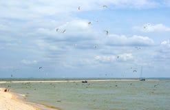 Łódź i jacht w morzu Zdjęcia Royalty Free