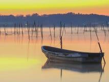 Łódź i jezioro Zdjęcie Royalty Free