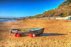 Łódź na Bournemouth plaży Dorset Anglia UK jak maluje HDR Fotografia Stock