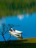 Łódź na calima jeziorze, Colombia Zdjęcie Royalty Free
