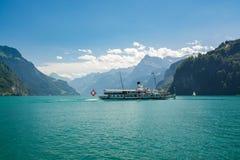 Łódź na jeziornej lucernie w Szwajcaria Zdjęcia Stock