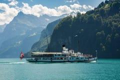 Łódź na jeziornej lucernie w Szwajcaria Fotografia Stock