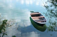 Łódź na Jeziorze Obrazy Royalty Free