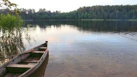 Łódź na jeziorze zbiory wideo