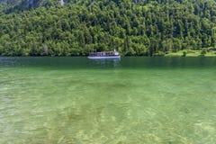 Łódź na jeziorze Konigsee Niemcy Zdjęcia Royalty Free