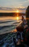 Łódź na jeziorze przy zmierzchem Zdjęcie Royalty Free