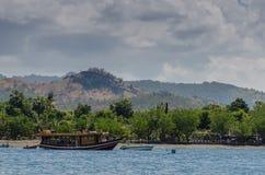 łódź na morzu i plaży Fotografia Stock