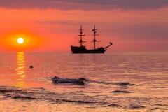 Łódź na morzu przy zmierzchem w morzu bałtyckim, Polska Zdjęcie Stock