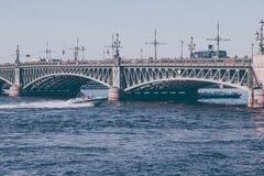 Łódź na Neva rzece zdjęcie stock