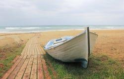 Łódź na plaży Fotografia Royalty Free