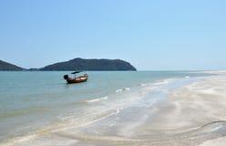 Łódź na plaży zdjęcia royalty free