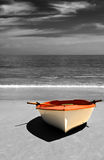 Łódź na plaży, Selekcyjny koloryt. Obraz Stock