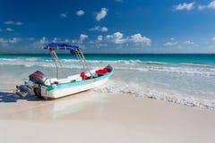 Łódź na plaży w Meksyk Obrazy Royalty Free