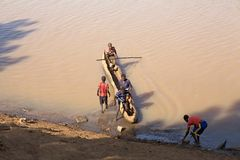 Łódź na rzece Fotografia Stock
