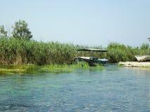 Łódź na rzece Zdjęcie Stock