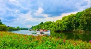 Łódź na Rzecznym Thames przy Richmond Zdjęcie Royalty Free