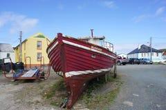 Łódź na Torysowskiej wyspie Donegal zdjęcie stock