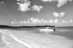 Łódź na wodzie morskiej w Philipsburg, St Maarten fotografia royalty free