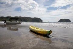 łódź Playa Samara plaża Cota Rica obrazy royalty free