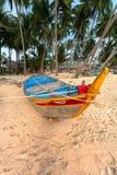 Łódź pod drzewkami palmowymi Zdjęcia Stock