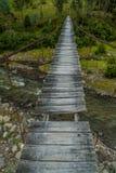 łódź pod most dni zawieszenia Września ładną wodą zdjęcie stock