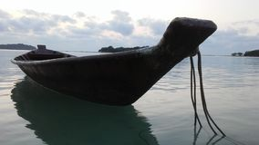 Łódź przed Ko Na Thian i Ko maty Lang wyspy podczas wschodu słońca na Koh Samui wyspie, Tajlandia Obraz Royalty Free