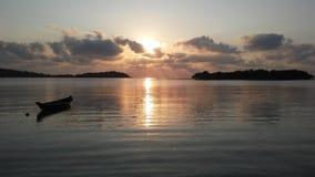 Łódź przed Ko Na Thian i Ko maty Lang wyspy podczas wschodu słońca na Koh Samui wyspie, Tajlandia Fotografia Stock