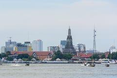 Łódź przez Chao Phraya rzekę w Bagkok Zdjęcie Royalty Free
