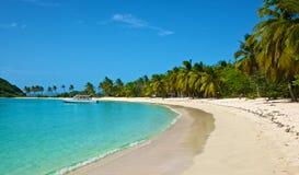 Łódź przy kotwicą w Karaibskim schronieniu Zdjęcie Royalty Free