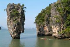 Łódź przy Phang wyspą Nga (James Więź) Fotografia Stock
