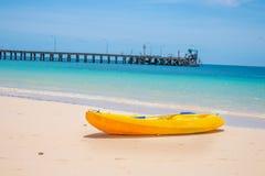 Łódź przy plażą w Phuket Tajlandia Obraz Stock