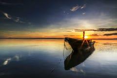 Łódź przy Tanjung aru plażą, Labuan Malezja 06 Zdjęcia Royalty Free