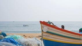Łódź rybacka na ląd na Coromandel wybrzeżu obraz stock