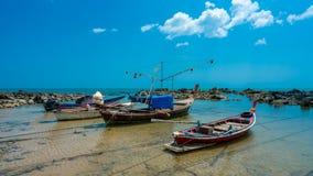 Łódź Rybacka na piasek plaży obraz royalty free