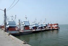 Łódź rybacka przy jetty w Chonburi Zdjęcia Royalty Free