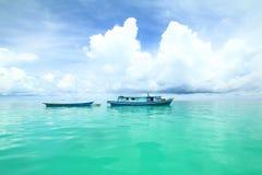 Łódź rybacka przy oceanem Obraz Stock
