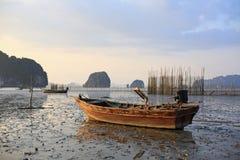 Łódź rybacka przy zmierzchem Fotografia Royalty Free