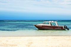 Łódź Rybacka Przygotowywająca Żeglować w Fiji Zdjęcie Royalty Free