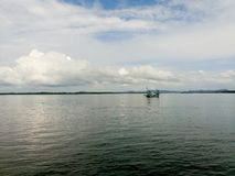 Łódź rybacka w morzu Zdjęcie Royalty Free
